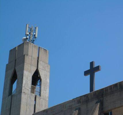 ripetitori sulle chiese a Napoli.ponticelli