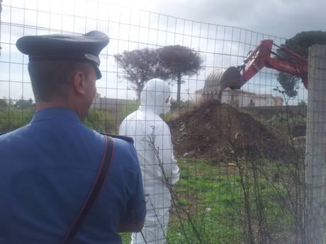 Scavi per ricercare rifiuti tossici a Casal di Principe (Caserta)