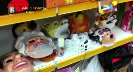 Sequestro maschere Carnevale, anche di Renzi, Cav e Grillo