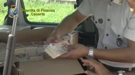 Maxi sequestro banconote false nel Casertano, 17 mln di euro