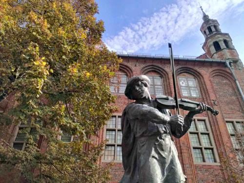 la statua del flisak