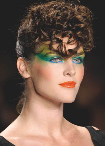 sleek-peacock-style-makeup