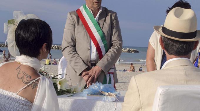 Matrimonio In Spiaggia Rimini : Barafonda beach restaurant barafonda video matrimonio