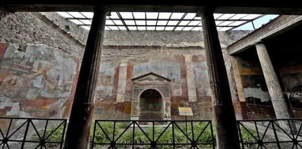 Pompei ultimato il restauro della casa della fontana piccola for Design frontale della piccola casa