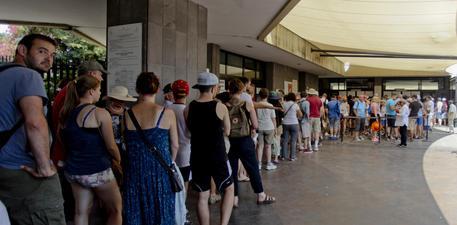 ++ Pompei: chiusura a sorpresa con assemblea sindacale ++