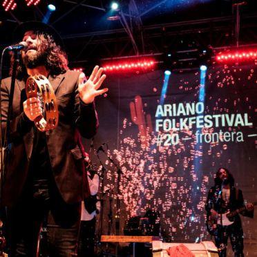 tamburello.-Luca-Bassanese-Ariano-Folkfestival-2015-foto-Luca-Lombardi