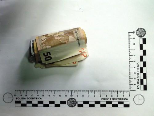 REPERTO Banconote arrotolate