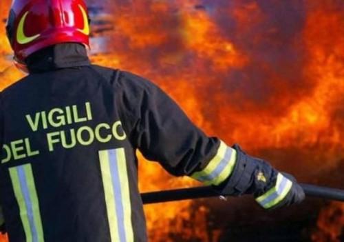 Incendio in casa: tre persone morte carbonizzate in camera da letto