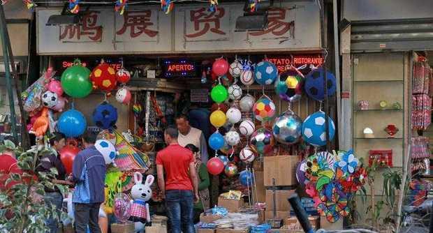 Napoli commercio cinese in espansione le nostre for Mobilia mega store ottaviano