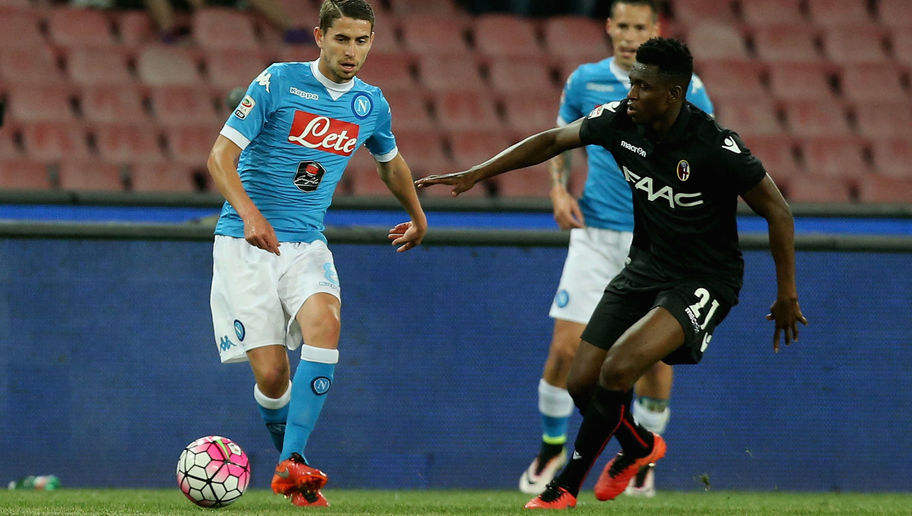 NAPLES, ITALY - APRIL 19:  Jorginho (L) of Napoli competes for the ball with Amadou Diawara of Bologna during the Serie A match between SSC Napoli and Bologna FC at Stadio San Paolo on April 19, 2016 in Naples, Italy.  (Photo by Maurizio Lagana/Getty Images)