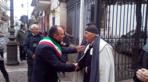 1-sindaco-felice-di-maiolo-e-don-ginetto-de-simone-mariglianella-27-12-2016