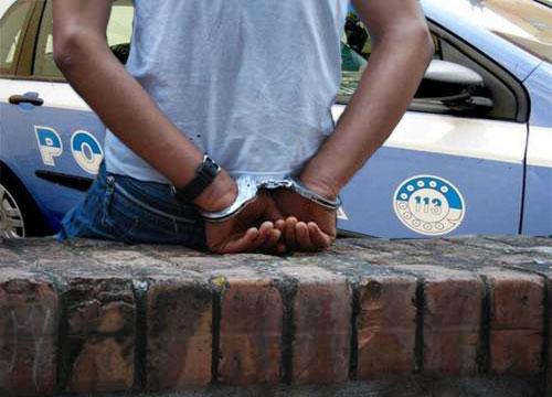 arresto extracomunitario, nero, negro, di colore, africano