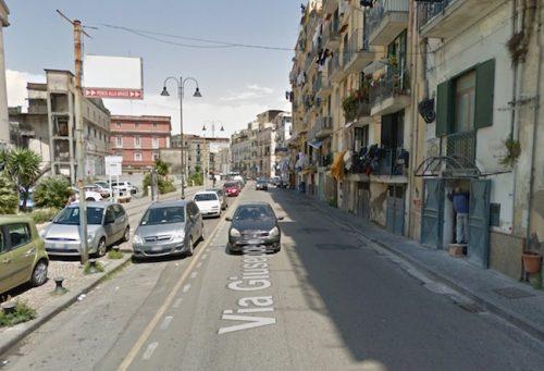 Castellammare, agguato in pieno centro: ferito 54enne