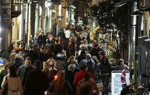 Sparatoria nel quartiere della movida a Napoli, feriti 4 ragazzi