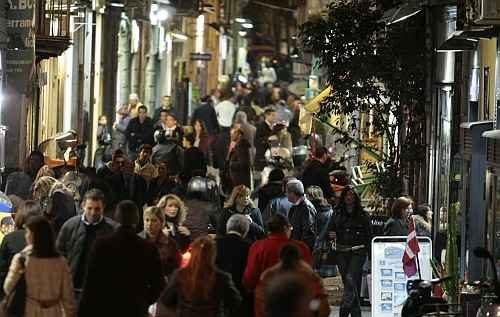 Napoli,spari dopo lite giovani:4 feriti