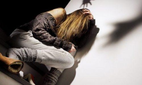 Ragazza di 17 anni denuncia di essere stata violentata