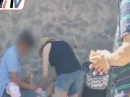 scavi di pompei turisti bebè