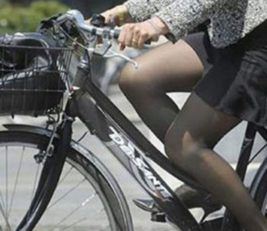donna-bicicletta-strada