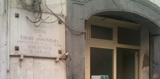 torre annunziata biblioteca furto