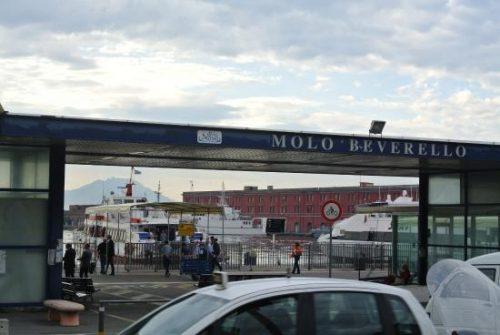 Scontro tra aliscafo e un motoscafo: paura nelle acque di Napoli
