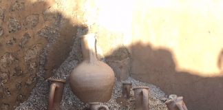 Anfore dalla schola armatorarum pompei scavi