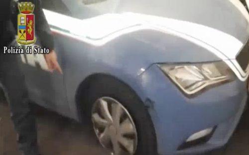 Napoli, ferisce tre passanti con un collo di bottiglia rotta: uno grave