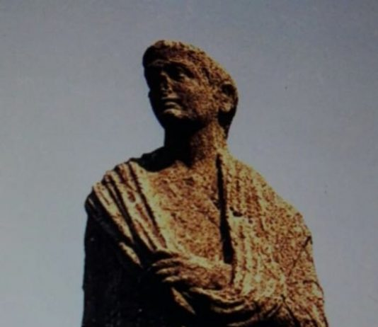 statua del castello di ottaviano