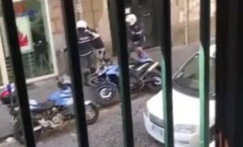 Napoli - I due agenti violenti reassegnati a compiti burocratici