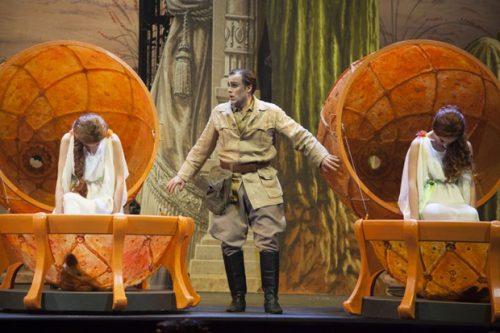 Al teatro san carlo va in scena l amore delle tre melarance - L amore infedele scena bagno ...