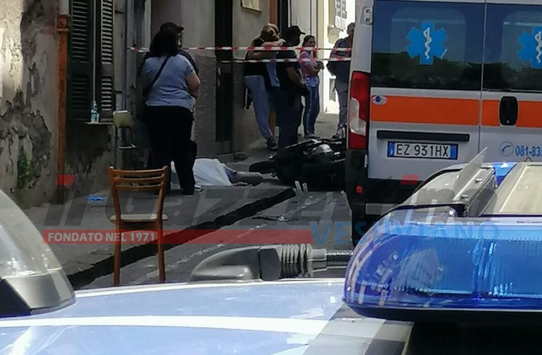 omicidio di camorra in strada
