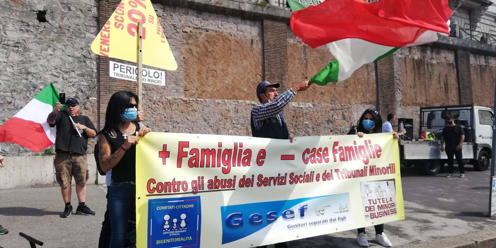 20 giugno roma mascherine tricolori