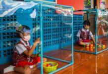Thailandia bambini scuola plexiglas