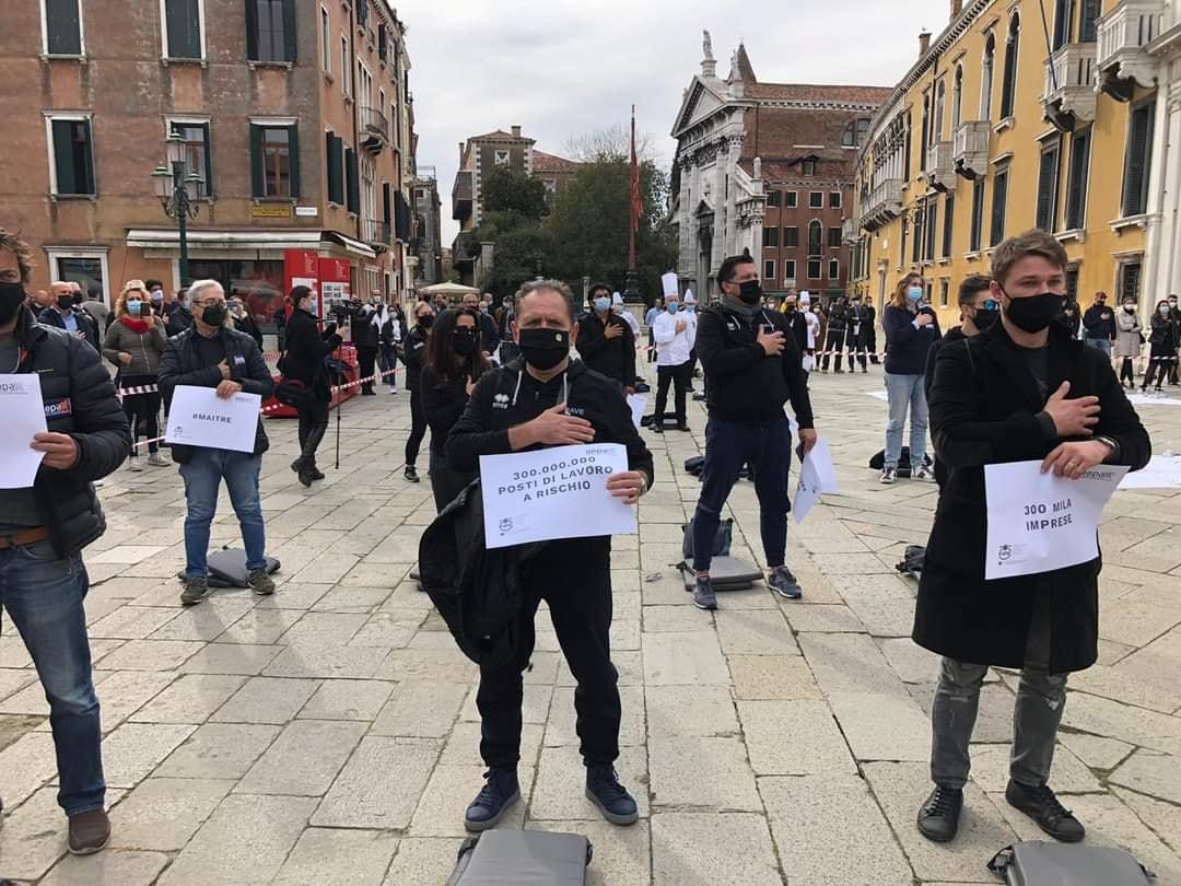 Venezia Campo Santo stefano protesta dpcm