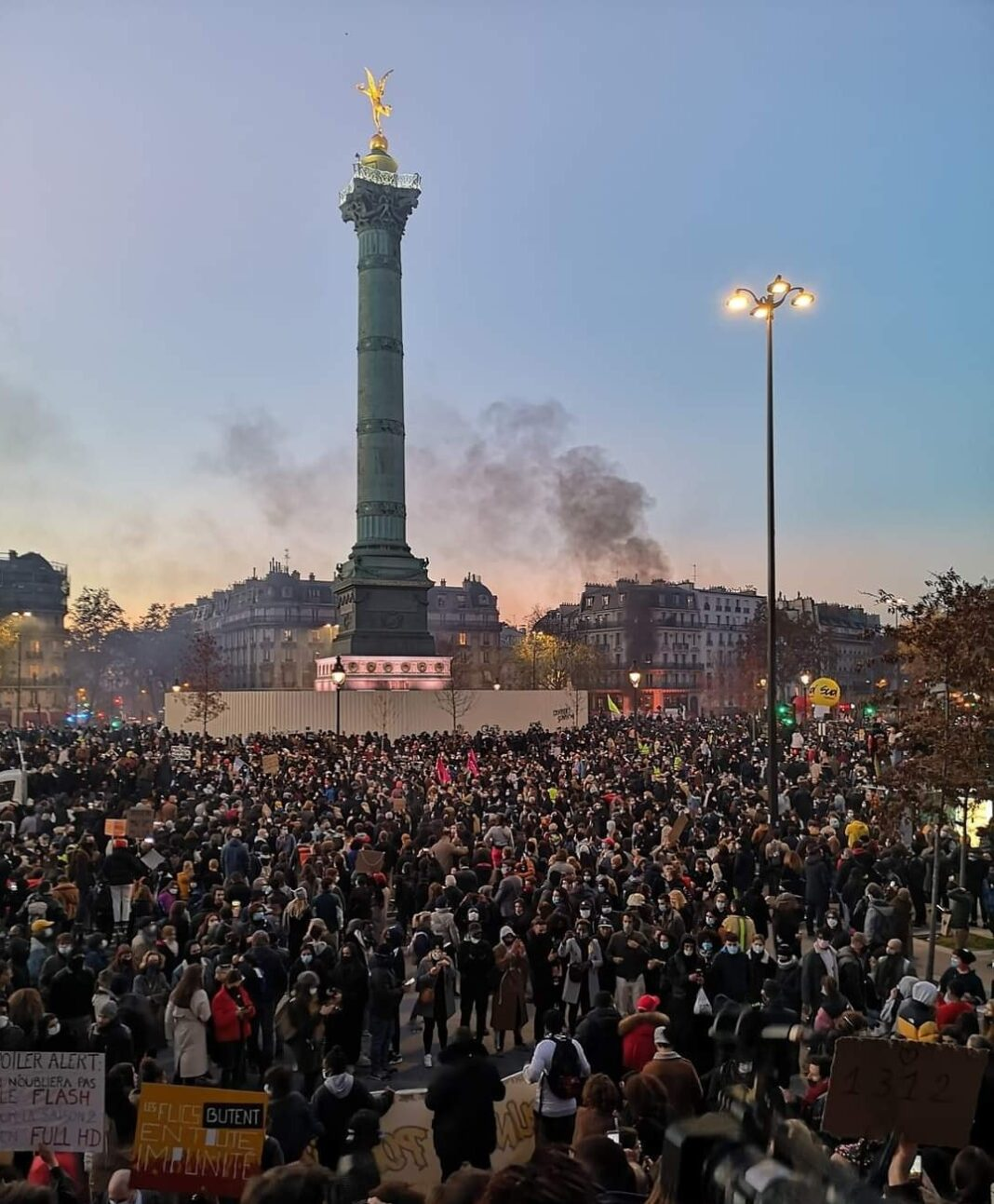 Il popolo francese contro la legge sulla sicurezza globale. La marcia e le proteste da Parigi alle principali città della nazione