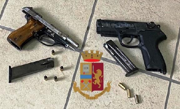 polizia pistole secondigliano