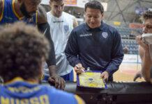 Piena fiducia a coach Finelli. La Givova Scafati smentisce le voci di un possibile addio