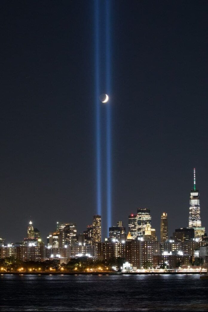 Le Torri Gemelle vengono ricordate a New York dal Tribute in Light